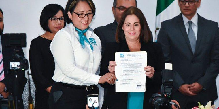Se registra July Sheridan a la gubernatura de Veracruz