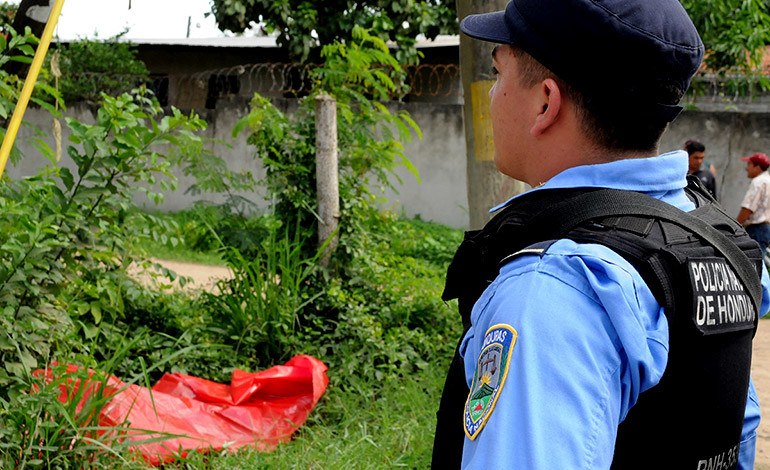Encuentran cuerpo cerca de retén de policía en Coatzacoalcos