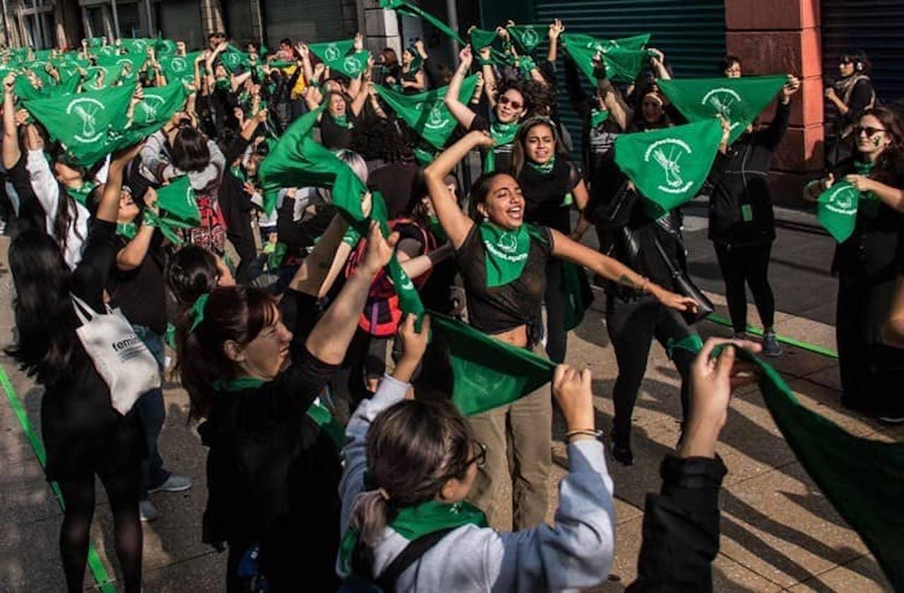 El significado del pañuelo verde en la lucha por el aborto legal