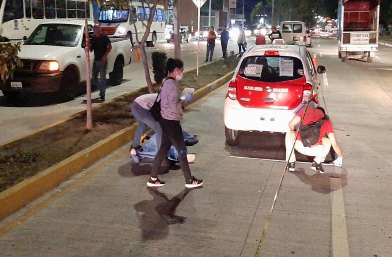 Sigue prófugo, taxista que mató con su unidad a madre e hija