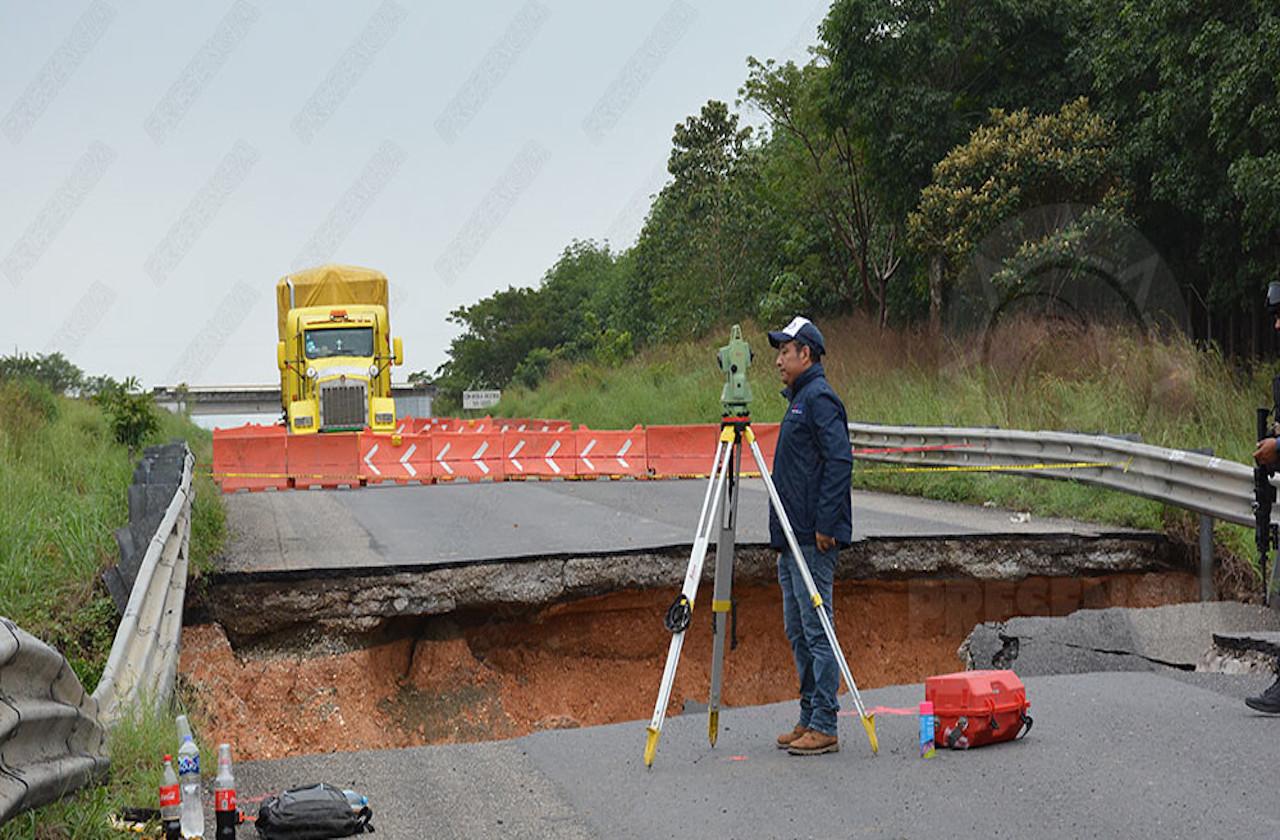 Sin fecha para reabrir paso en carretera Las Choapas-Raudales