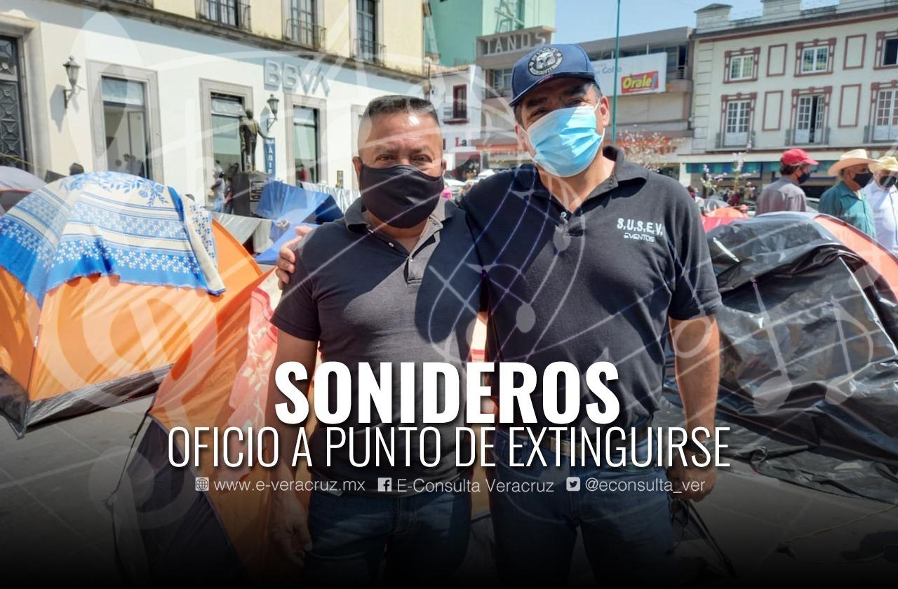Sin fiestas por pandemia, sonideros prueban suerte como albañiles