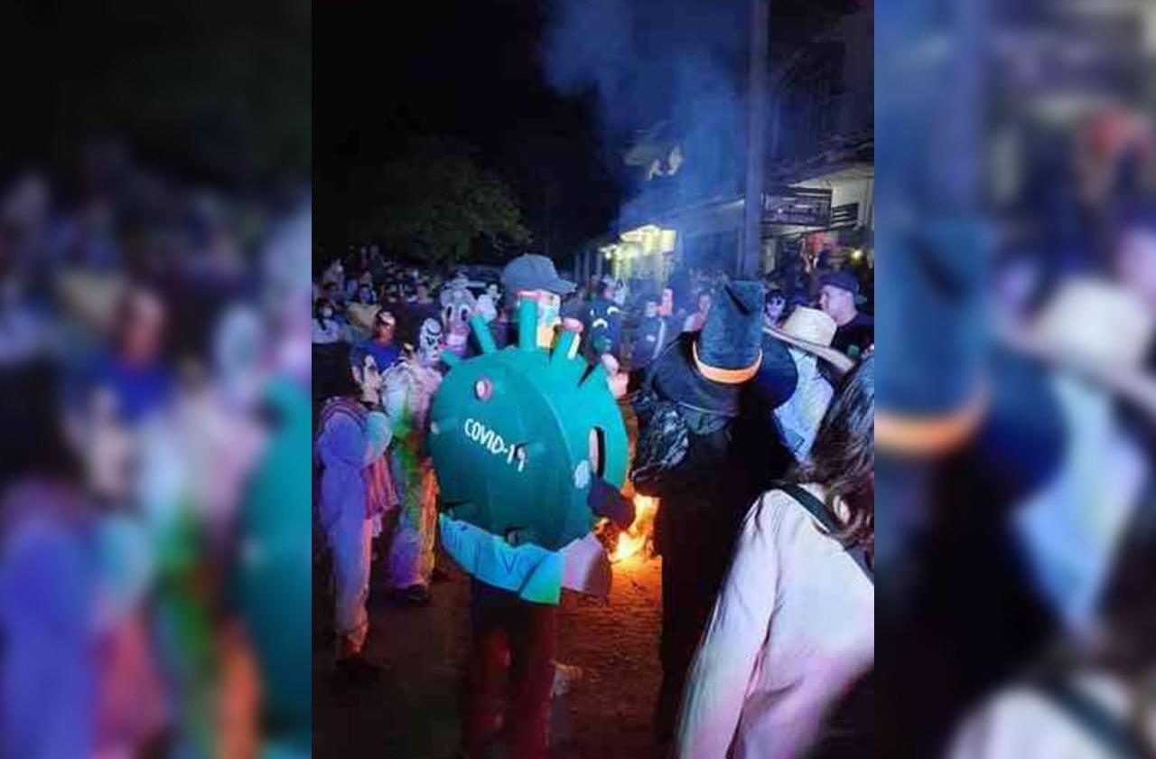 Sin medidas sanitarias, sacaron a bailar al covid en Apazapan