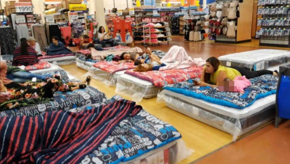 Tras terror en Culiacán, pasan noche atrapados en centro comercial