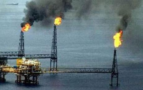 Precios del petróleo se disparan tras ataque de EU a Siria