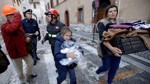 Sismos dejan miles de damnificados en centro de Italia