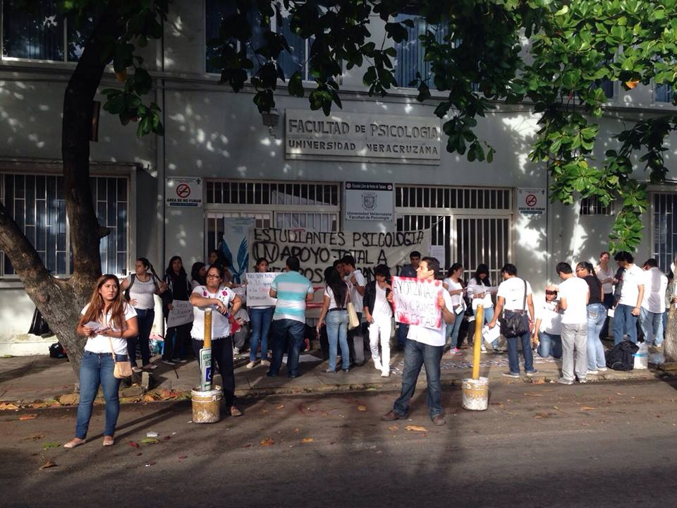 As se desarrolla la acci n global por ayotzinapa en for Universidades en veracruz