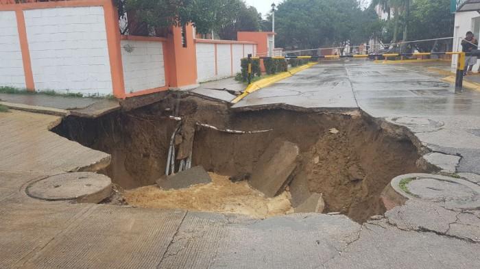 Se abre socavón en Coatzacoalcos