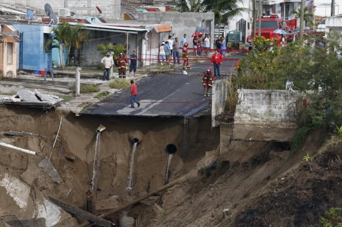 Se abre socavón en el puerto de Veracruz