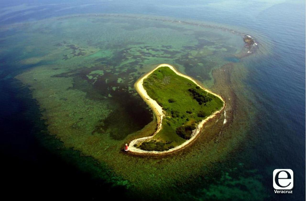 Encalla remolcador en arrecife de Veracruz