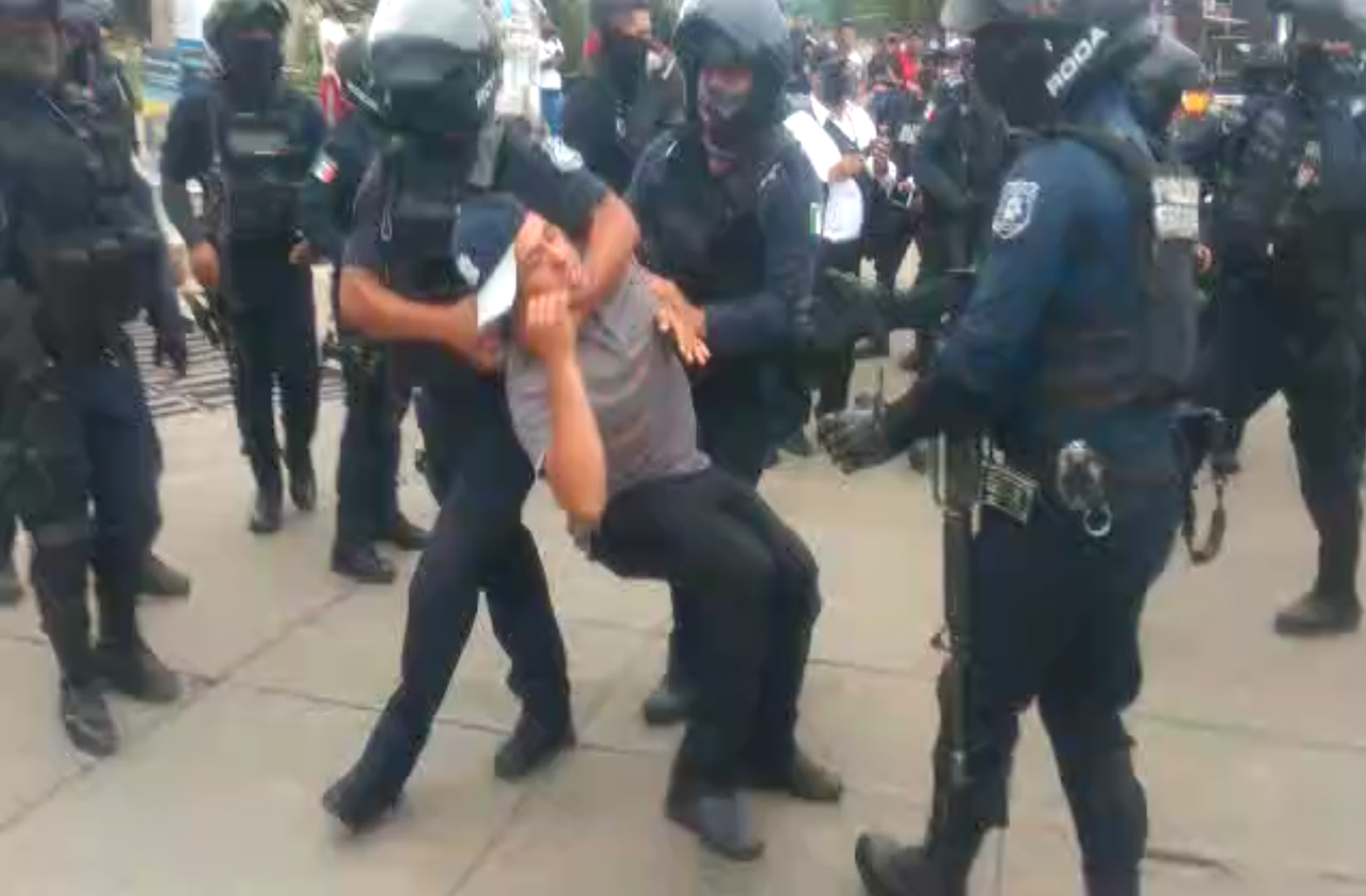 SSP desaloja a taxistas que cerraron Chedraui Caram; hay 8 detenidos