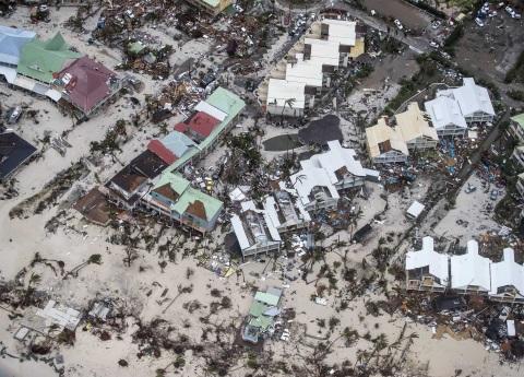 Súper huracán Irma deja 10 muertos; amenaza Dominicana