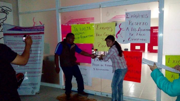 Salen a las calles trabajadores del sector salud en Coatzacoalcos