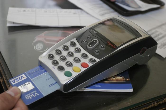 Tarjetas de crédito se usan más sólo para hacer pagos
