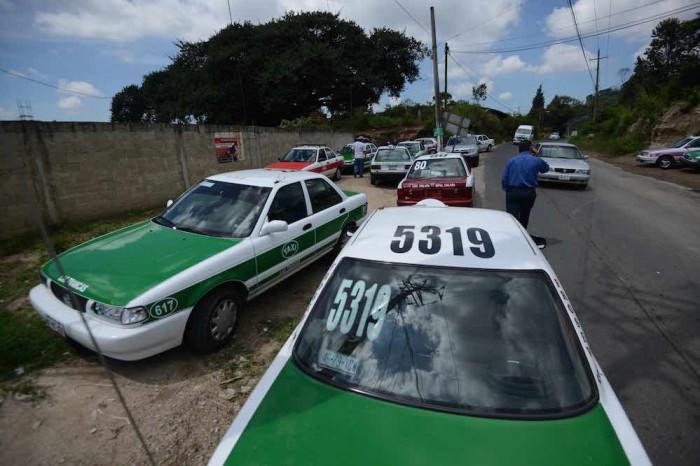 Taxistas denuncian cobro de cuota en retén de la Fuerza Civil
