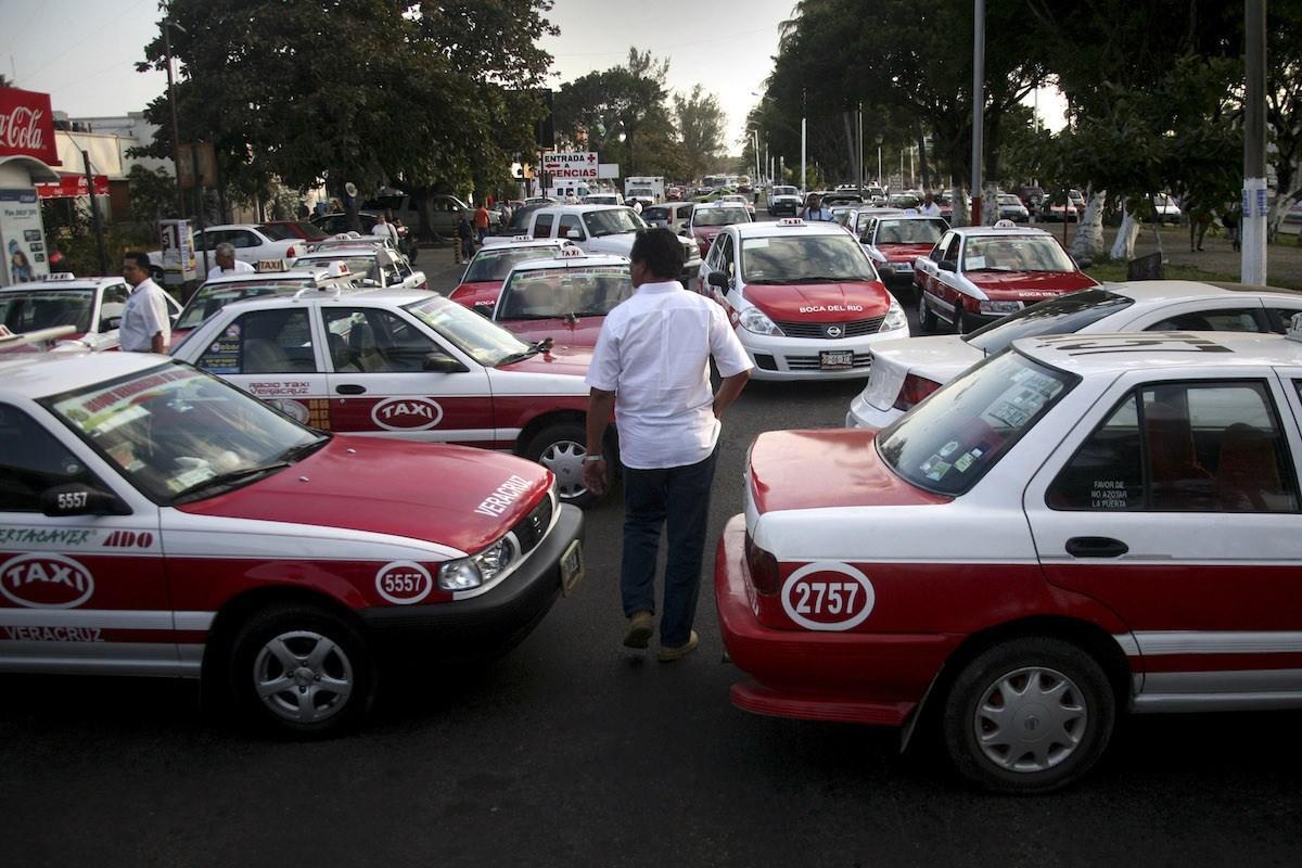 Taxistas impiden que InDriver opere en zona turística de Boca