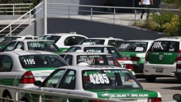 Roban durante la madrugada tres taxis de Xalapa