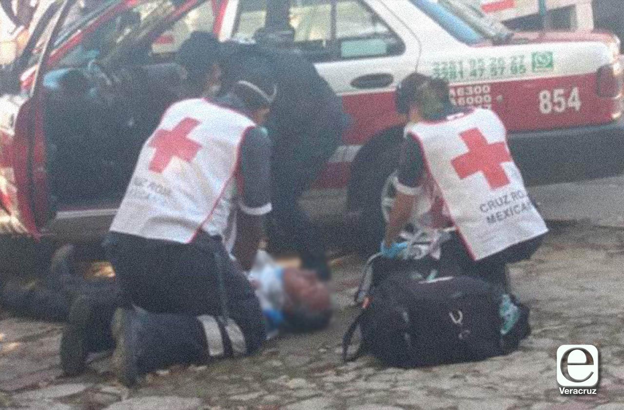 Taxista sufre infarto y muere mientras circulaba en Xalapa