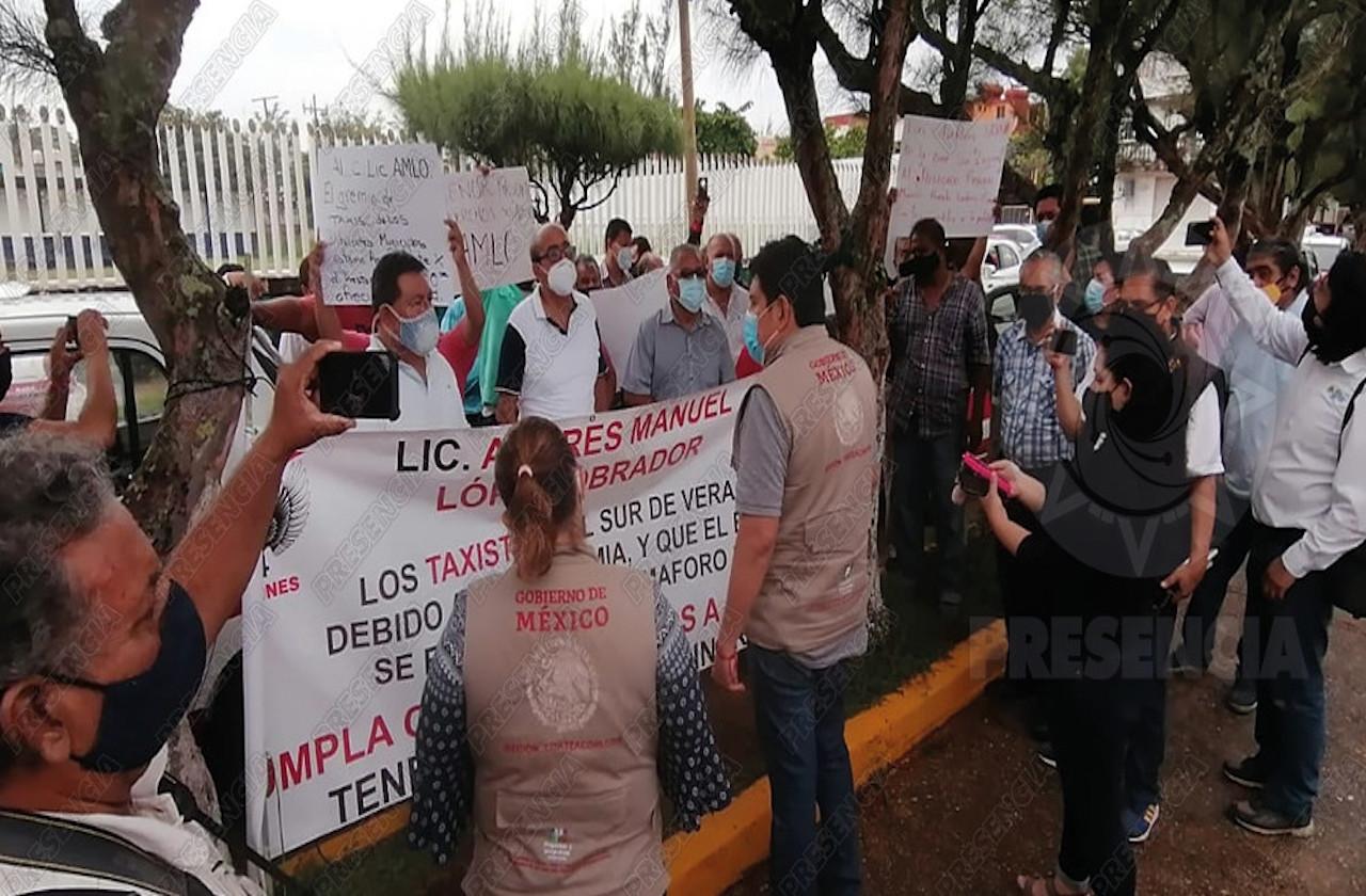 Taxistas del sur exigen entrega de apoyos al Gobierno Federal