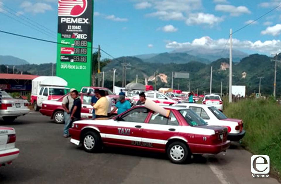 Ruleteros de Huatusco exigen liberación de líder detenido