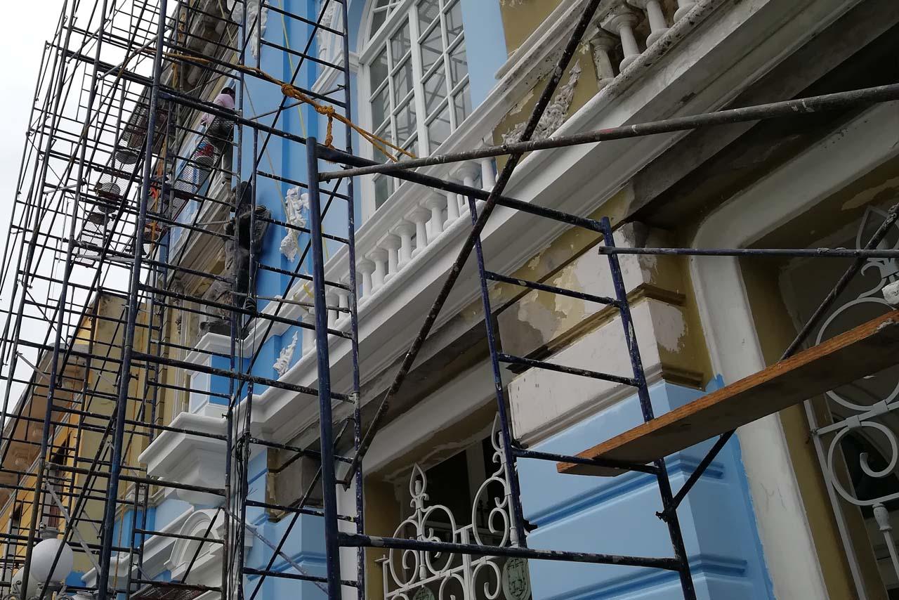 Pinta ayuntamiento de Veracruz monumento de azul y blanco