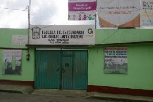 Padres de familia toman telesecundaria López Mateos
