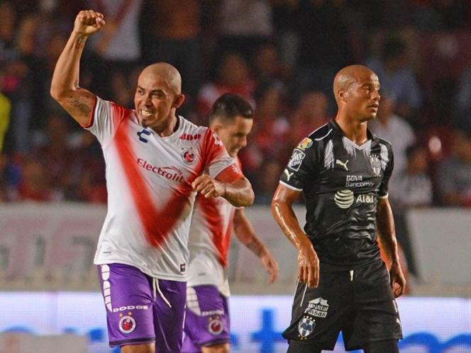 Los Tiburones se alejan del descenso; vencen a Monterrey