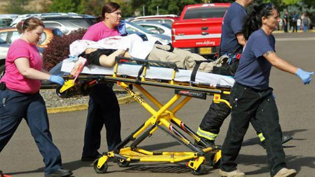 Tiroteo en escuela de Oregon deja un saldo de 13 muertos
