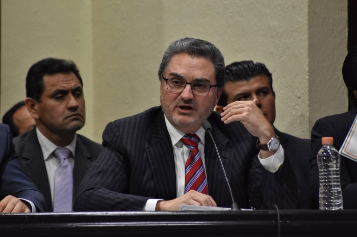 Tomás Ruiz recicló proyectos para presentar en comparecencia