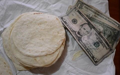 Si sube el dólar también subirá la tortilla: Industriales