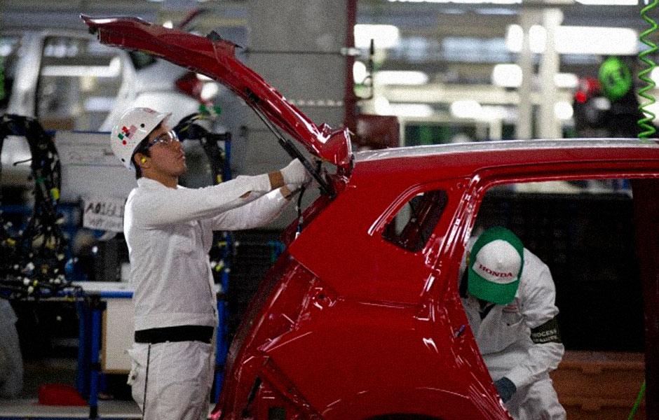 Mexicanos producen menos y trabajan el mismo número de horas