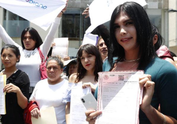Morena propone legalizar actas de nacimiento a trans