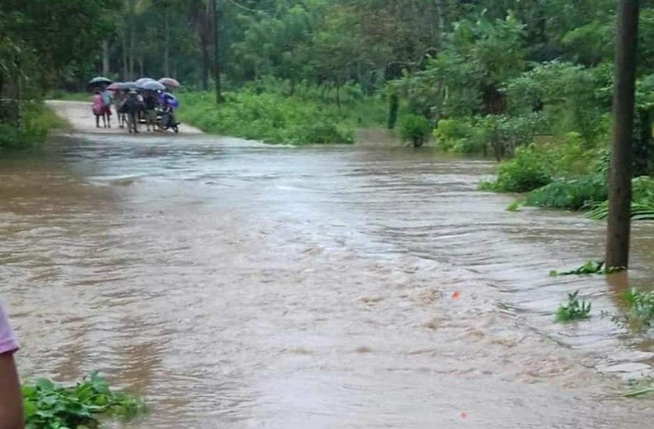 Tras desbordamientos, ejidos de Pajapan quedan incomunicados