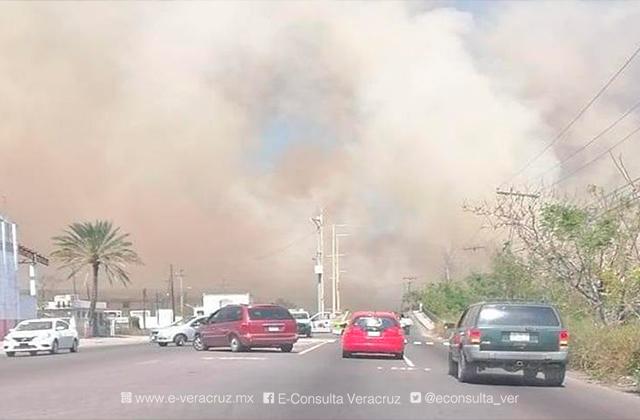Tras incendio, reanudan circulación en carretera Veracruz-Medellín