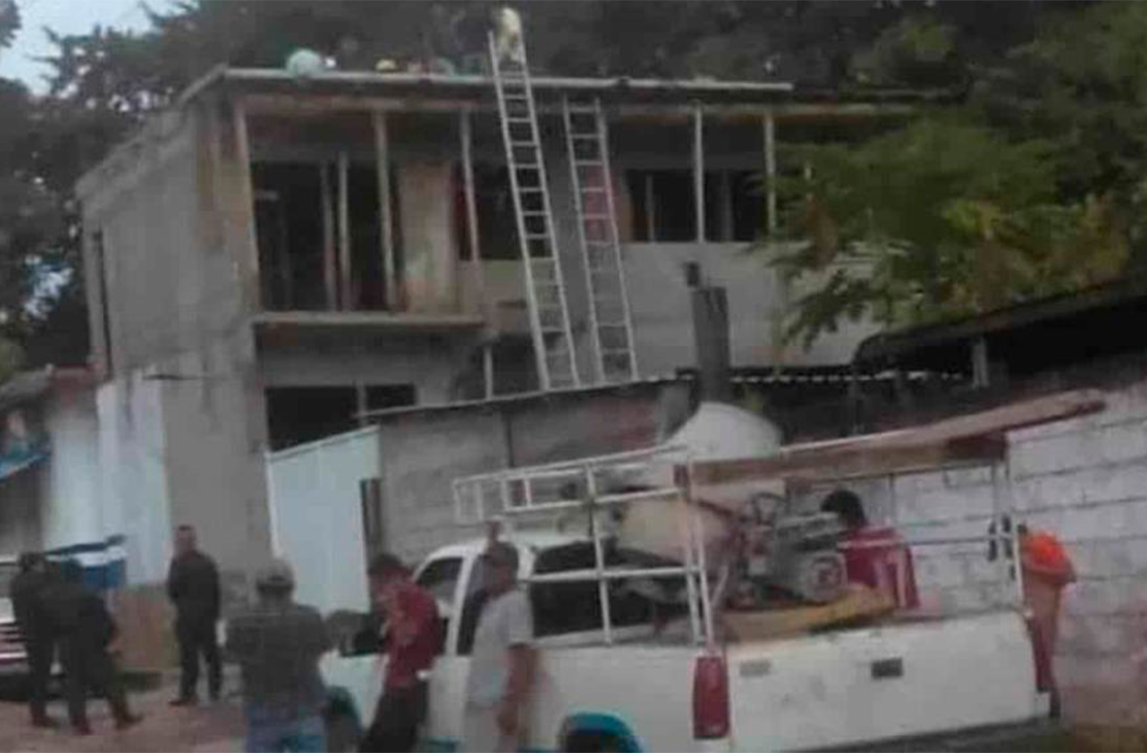 Tras recibir descarga eléctrica,  albañil muere en Amatlán