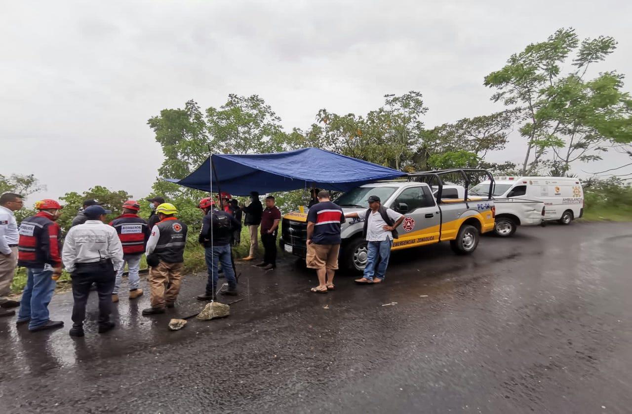 Tras vacunarse contra covid, se accidentan en barranco de Zongolica