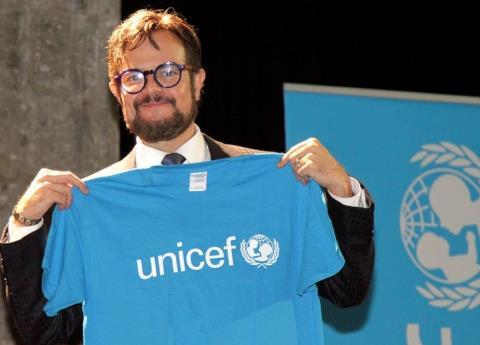 ¿Qué se traen la Unicef y Aleks Syntek?