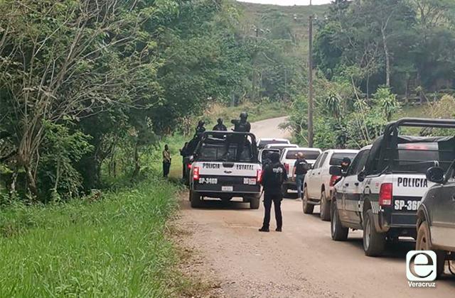 Se enfrentan autodenfensas y ministeriales; hay 3 policías heridos