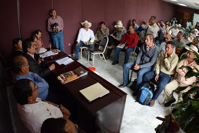 Unen esfuerzos gobierno y productores contra la roya