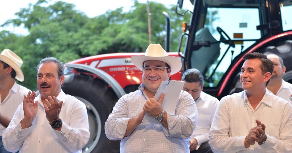 Javier Duarte, un gobernador que trabaja para el campo: Martínez y Martínez