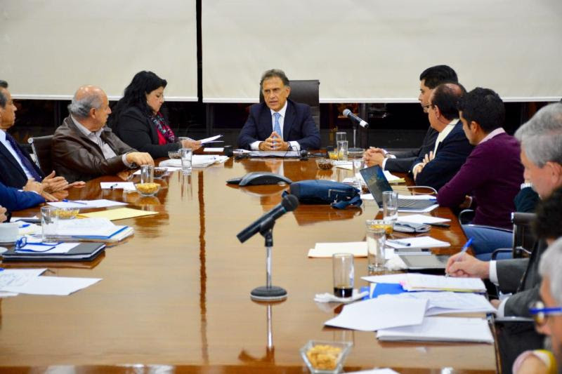 Sostiene el Gobernador Yunes reunión para analizar la crisis financiera del Estado