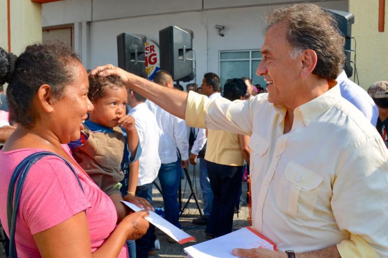 MAYL cumple su palabra con las mujeres de las colonias populares del puerto de Veracruz