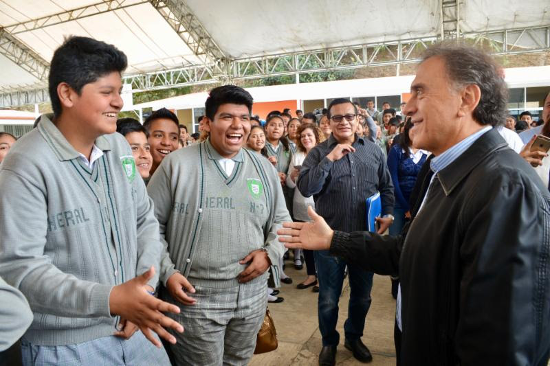 """""""Con la inversión de mil 800 millones de pesos se mejorará la educación"""