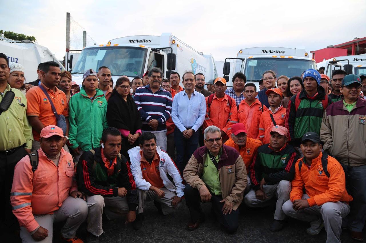 Fernando Yunes renueva todos los camiones de limpia pública