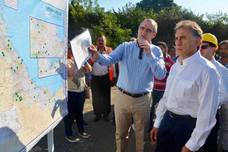 El Gobernador Yunes inicia la reconstrucción de carreteras y caminos del Estado