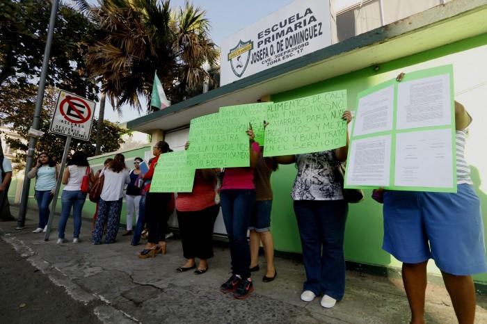 Escuela le cierra las puertas a estudiantes de la UPAV en Veracruz