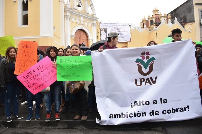 Directores y trabajadores exigen permanencia de la UPAV con protesta