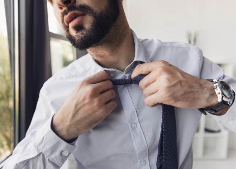 ¡Es real! Usar corbata podría costarte la vida; usar corbata daña el cerebro