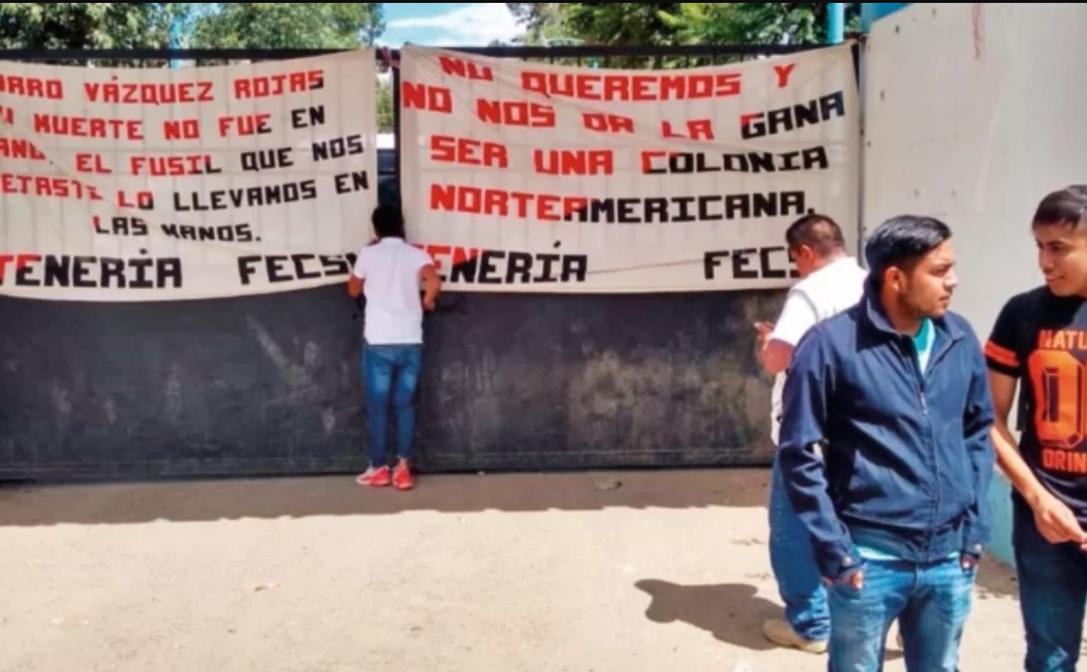 Tras promesa de plazas, normalistas liberan a transportistas privados de la libertad