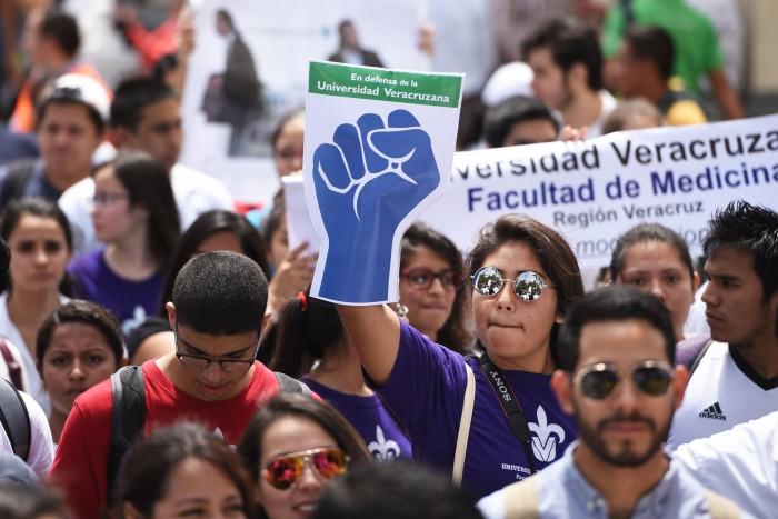 Colectivo En Defensa de la UV invita a diálogo con candidatos